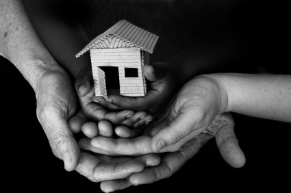 hands_holding_house